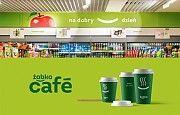 Работник склада супермаркета Zabka при комплектации товара Прилуки