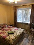 посуточно сдам однокомнатная компактная квартира у метро (100 метров) Киев
