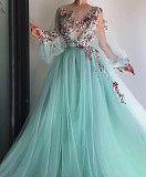 Вечірнє пишне плаття з фатину. Ручна робота Жашков
