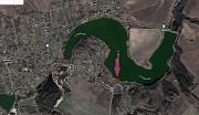 Мальовнича ділянка на березі озера Обухов